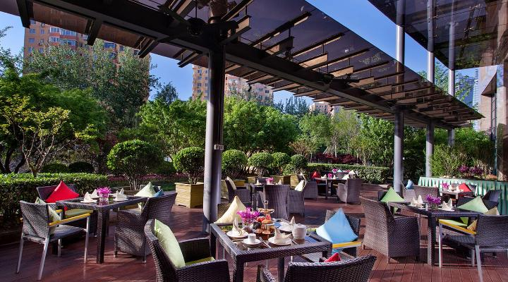 Oakwood Residence Beijing's Mediterraneo terrace and private garden