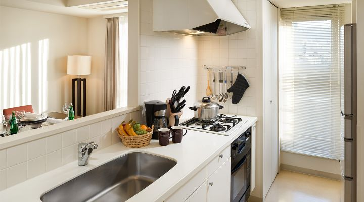 Oakwood Residence Aoyama, Tokyo one-bedroom apartment's kitchen