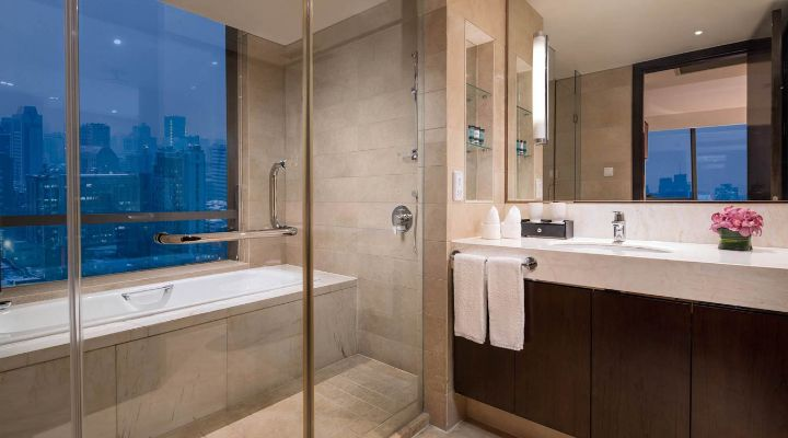 Oakwood Residence Hangzhou's one-bedroom apartment's bathroom