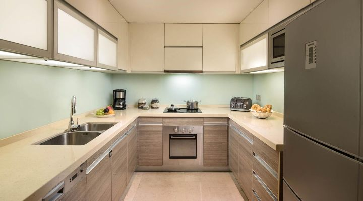 Oakwood Residence Hangzhou's two-bedroom apartment's kitchen