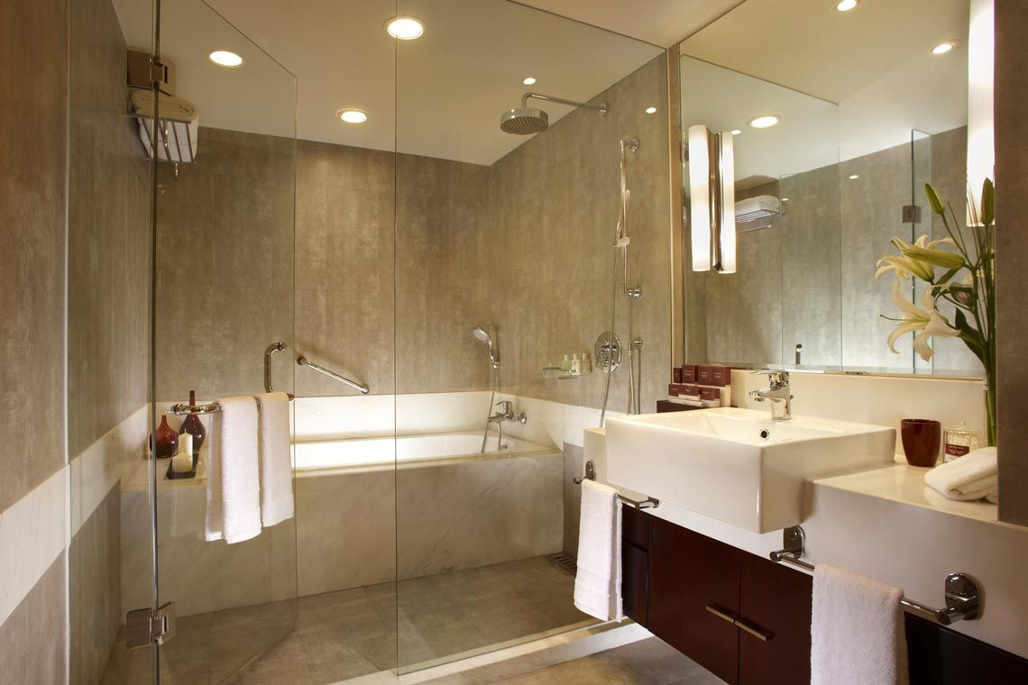 Oakwood Residence Shanghai's two-bedroom executive's bathroom