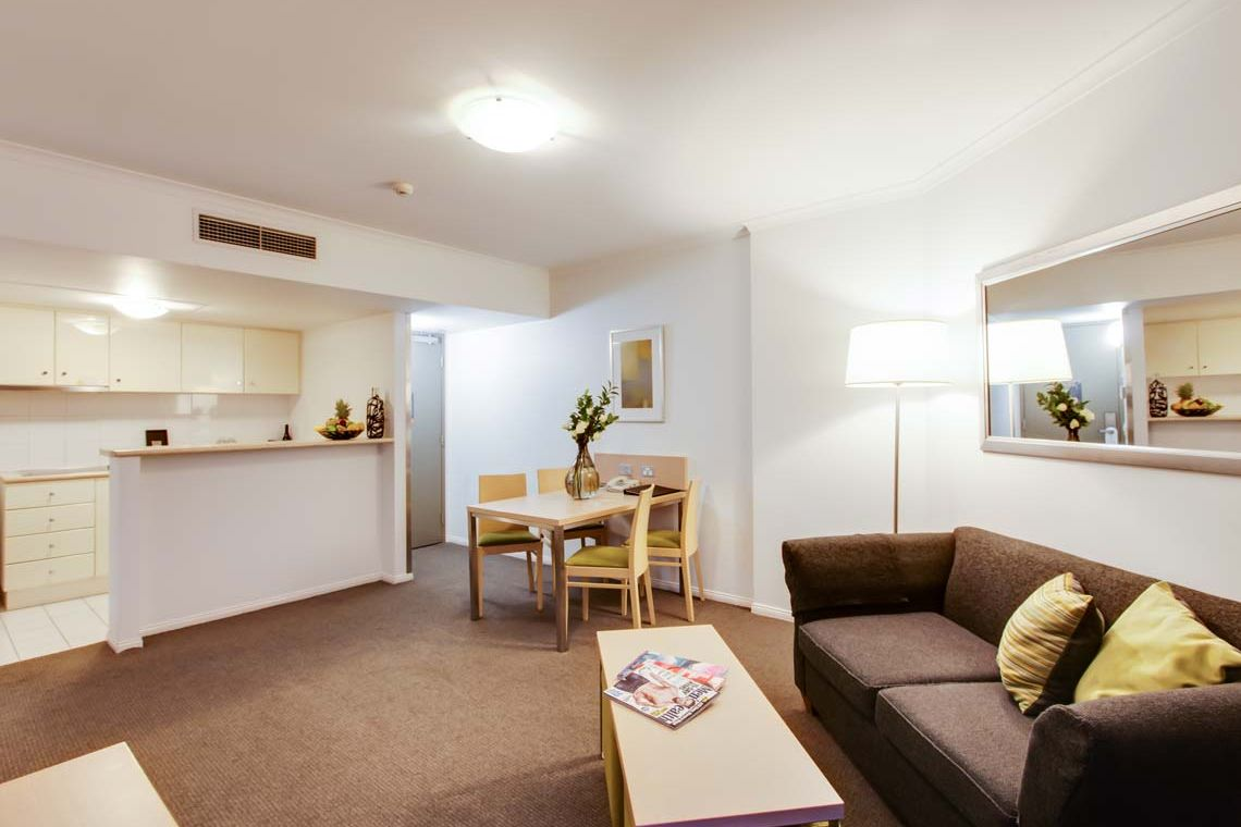 Oakwood Hotel & Apartments Brisbane's one-bedroom apartment riverview's living room