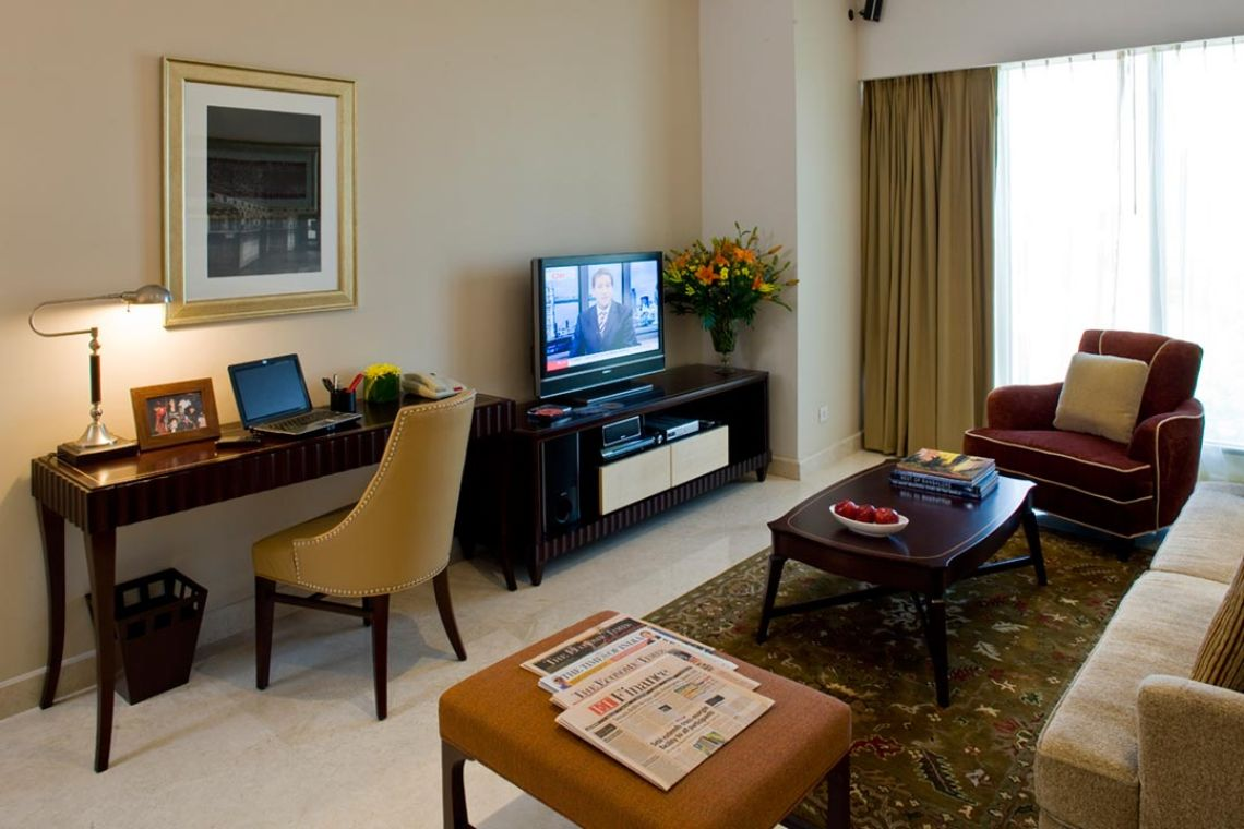Oakwood Premier Prestige Bangalore's one-bedroom apartment's living room
