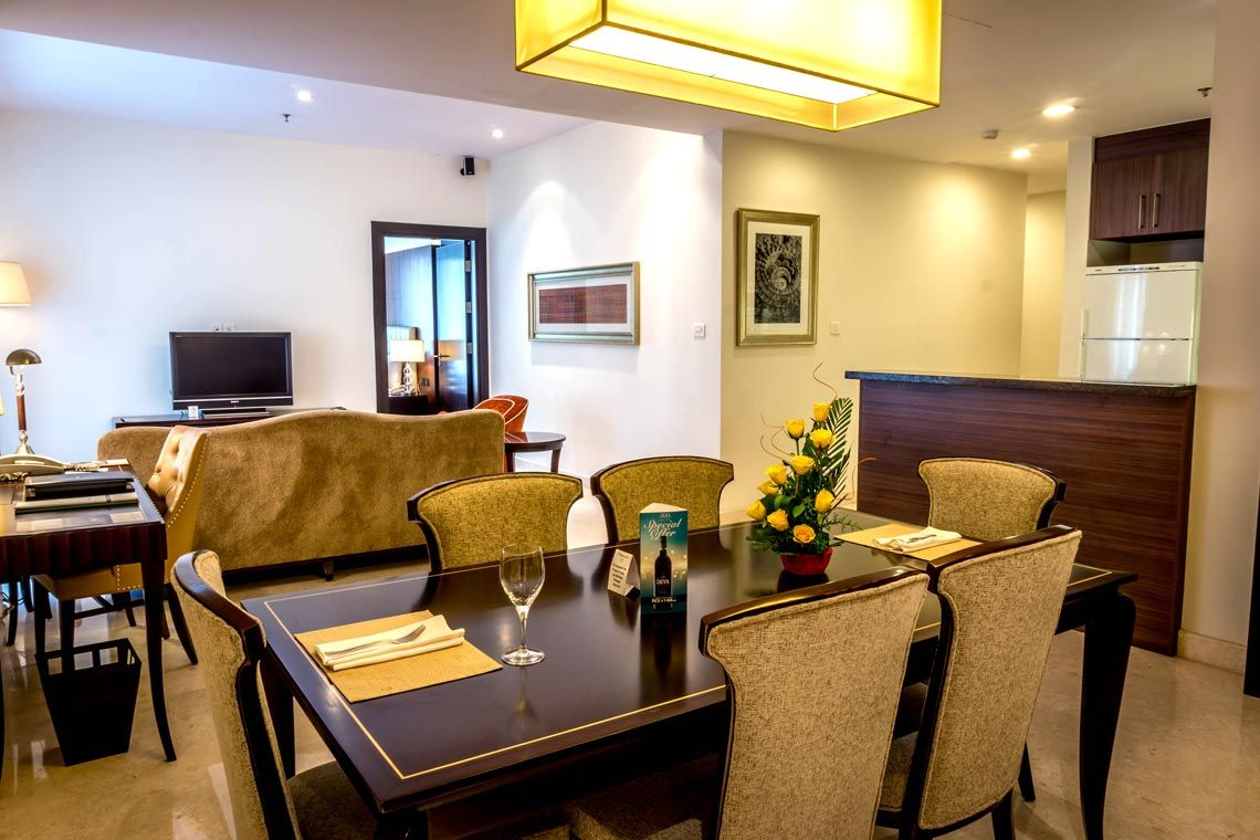 Oakwood Premier Prestige Bangalore's two-bedroom apartment's living room and dining area