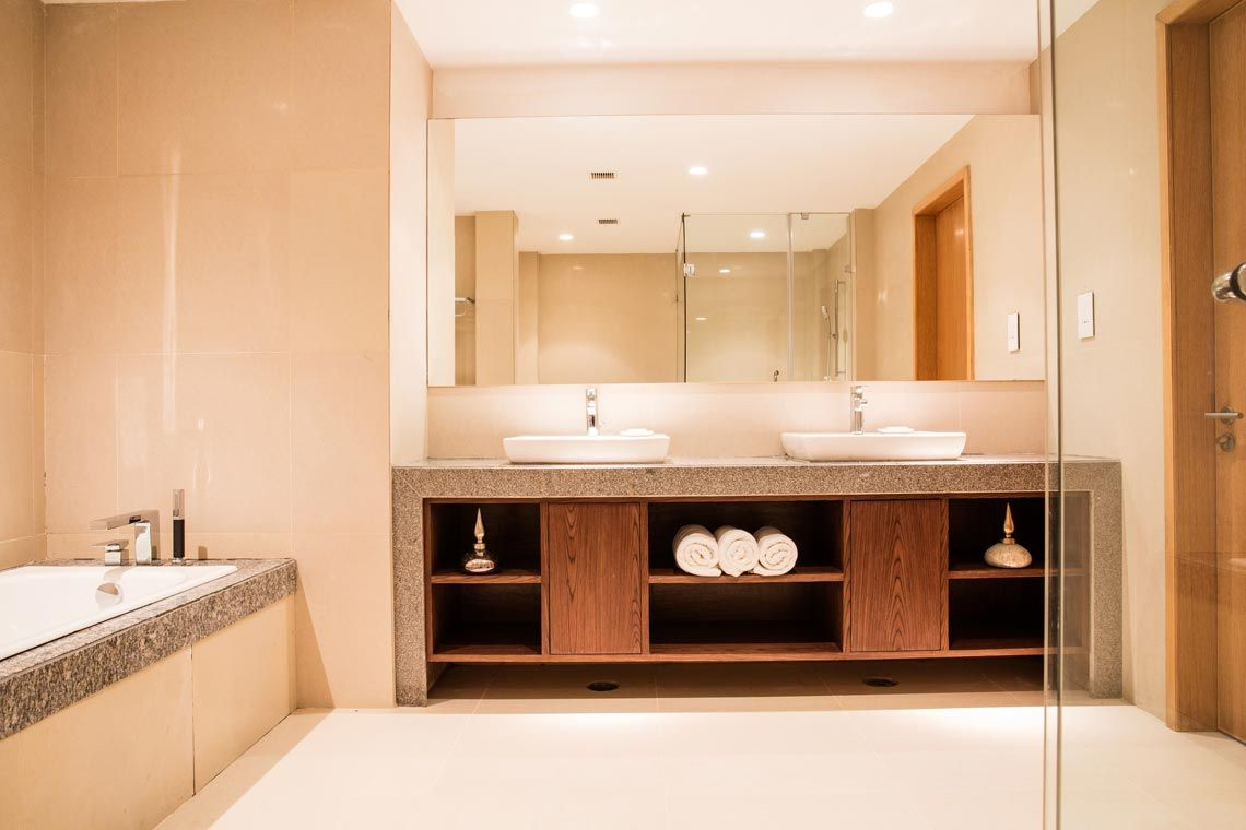 Oakwood Residence Kapil Hyderabad's one-bedroom executive apartment's bathroom
