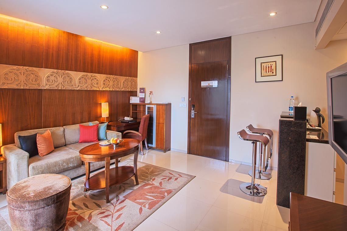 Oakwood Residence Naylor Road Pune's one-bedroom executive apartment's living room