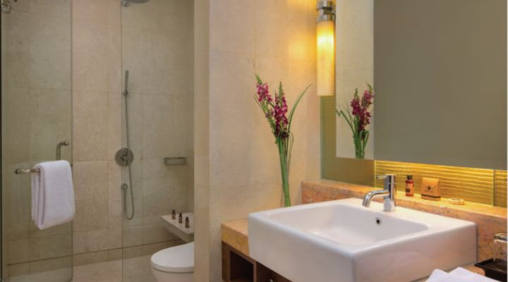 Oakwood Premier Cozmo Jakarta one-bedroom deluxe apartment's bathroom