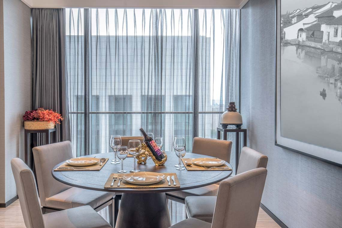 Oakwood Residence Damei Beijing's three-bedroom apartment's dining room
