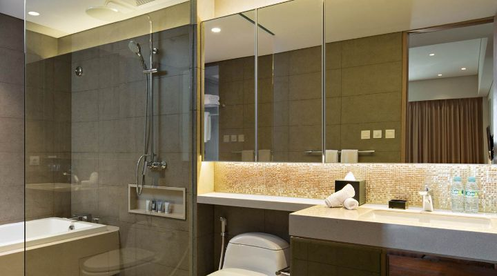 Oakwood Hotel & Residence Surabaya's one-bedroom apartment's bathroom