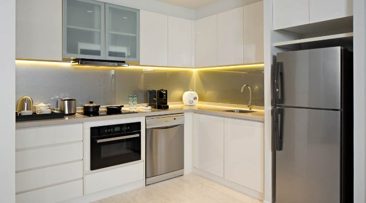 Oakwood Hotel & Residence Surabaya's one-bedroom apartment's kitchen