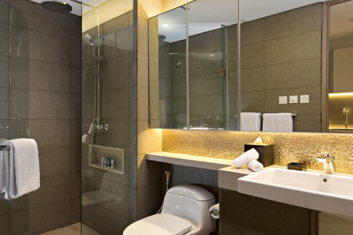 Oakwood Hotel & Residence Surabaya's studio deluxe apartment's bathroom