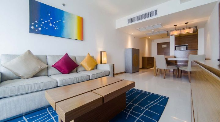Oakwood Residence Sukhumvit Thonglor, Bangkok's one-bedroom apartment's dining area