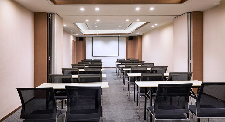 Oakwood Apartments Yangzhou's meeting room classroom set-up