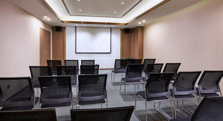 Oakwood Apartments Yangzhou's meeting room theatre set-up
