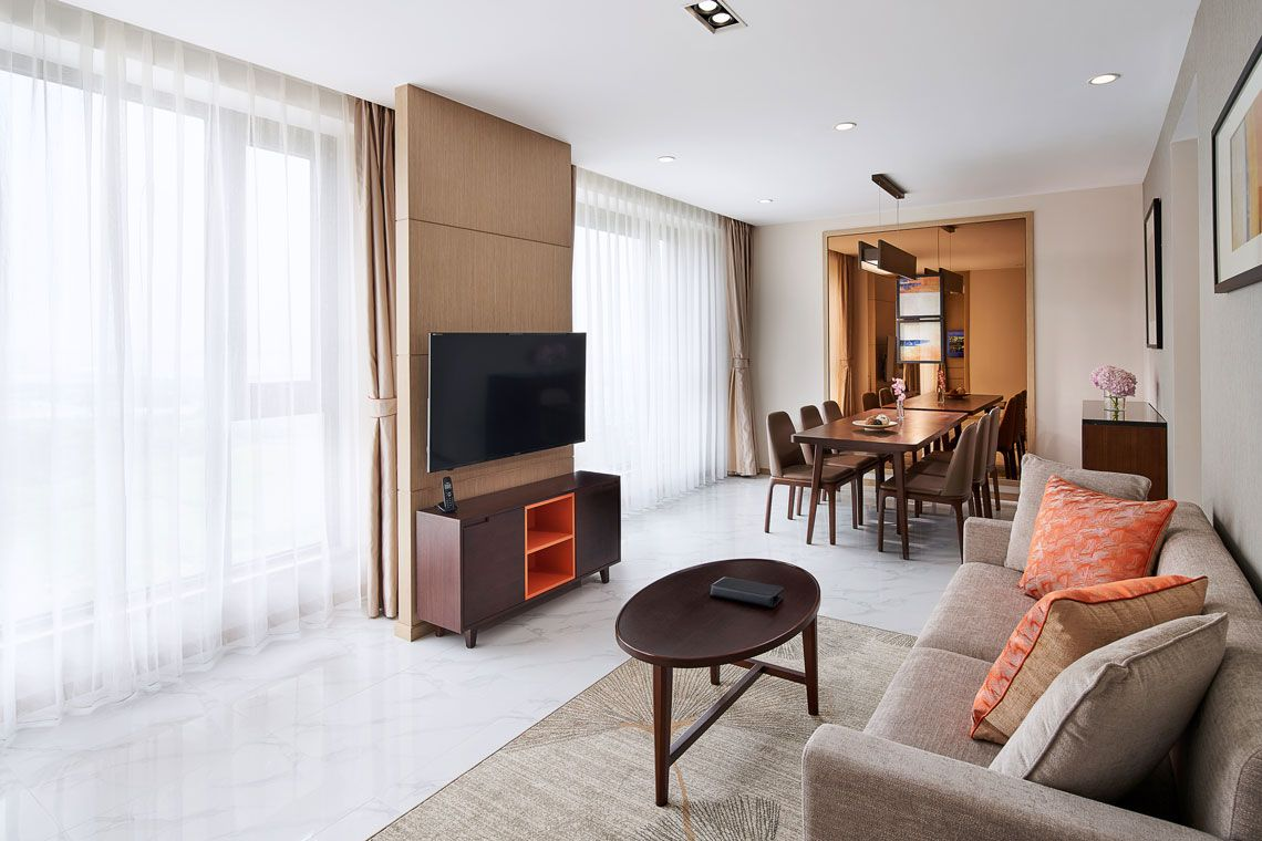 Oakwood Apartments Yangzhou's two-bedroom apartment living room