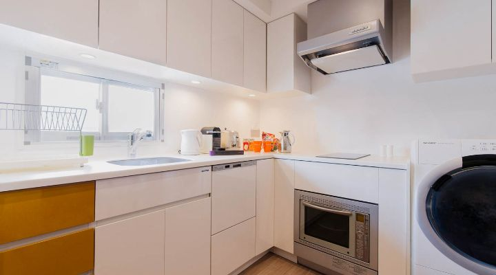 Oakwood Apartments Azabudai, Tokyo's one-bedroom deluxe apartment with study's kitchen