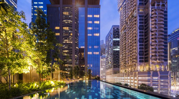 Oakwood Premier OUE Singapore's outdoor infinity pool