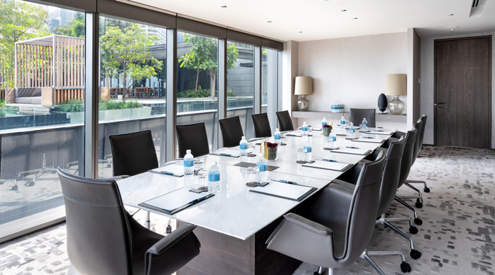 Oakwood Premier OUE Singapore's executive boardroom