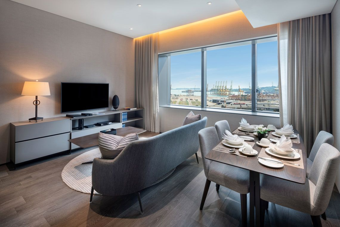 Oakwood Premier OUE Singapore's one-bedroom executive apartment's living room